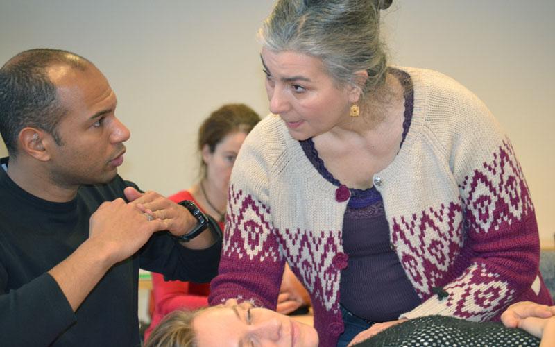 Osteopathie Dozentin im Unterricht